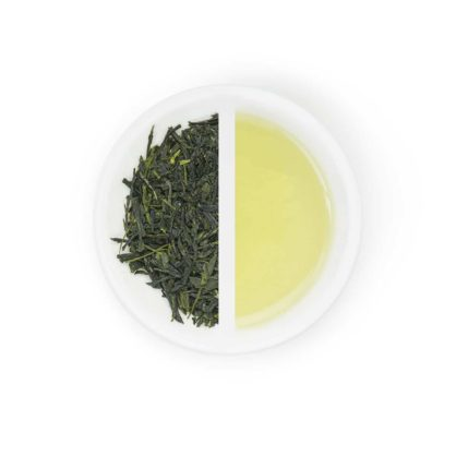 Sencha midori dry leaves and tea